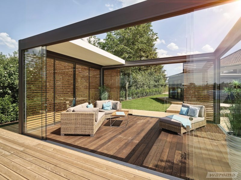 Modernes Lamellendach zum Aus- und Einfahren für mehr Schutz bei jedem Wetter.