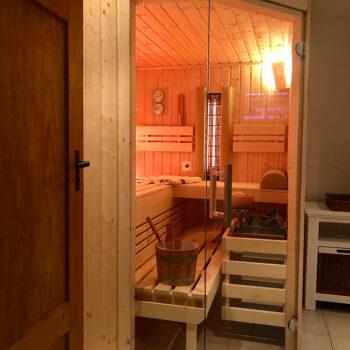 Moderne Sauna nach Maß für optimale Entspannung.