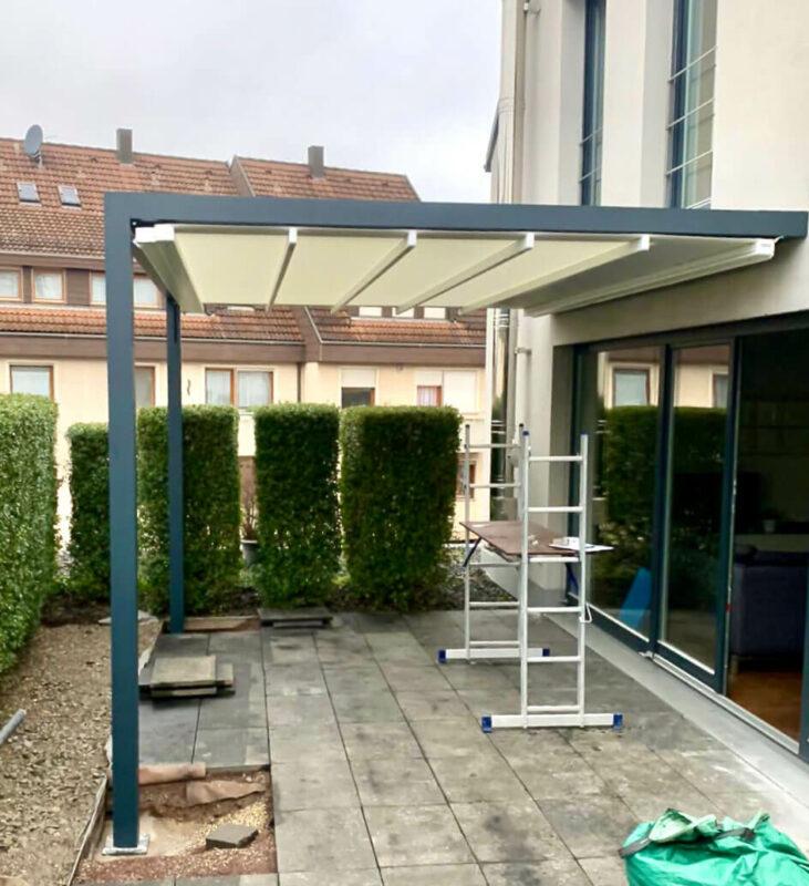 Pergolamarkise für die Terrasse als perfekter Sonnenschutz.