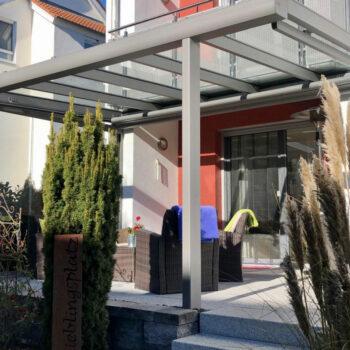 Modernes Terrassendach für optimalen Schutz.