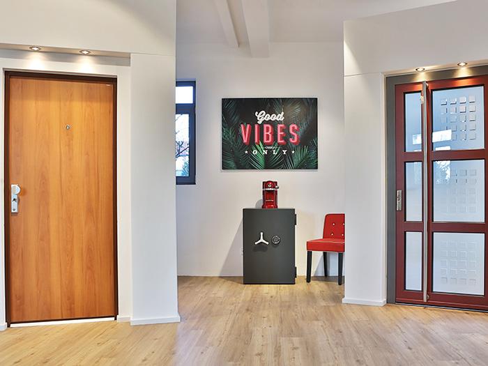 Wohnungseingangstür und Haustür