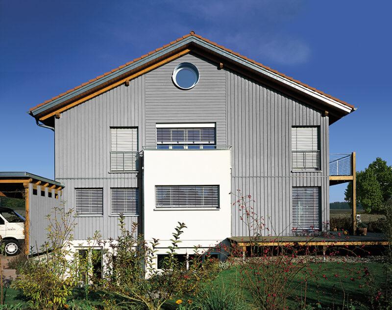 Die perfekte Fensterbeschattung an heißen Sommertagen mit Schutzlösungen der Marke MHZ.