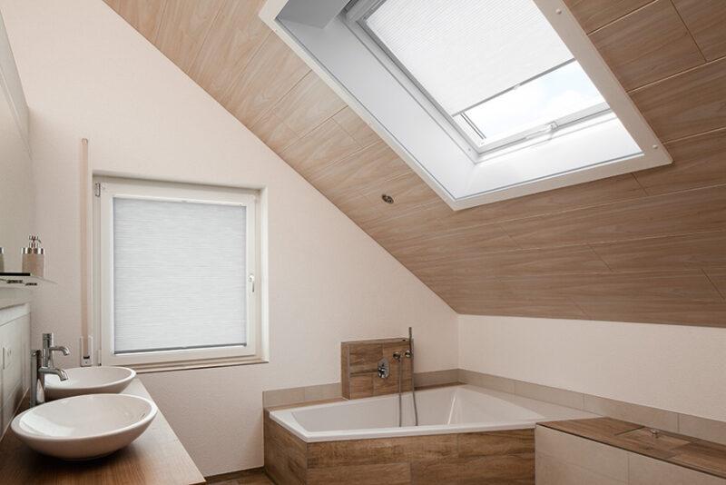Hochwertige Fensterbeschattung der Marke MHZ für das Badezimmer.