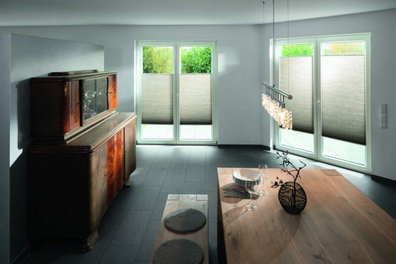 Moderne Sonnenschutzlösung mit Fensterbeschattungen der Marke MHZ.