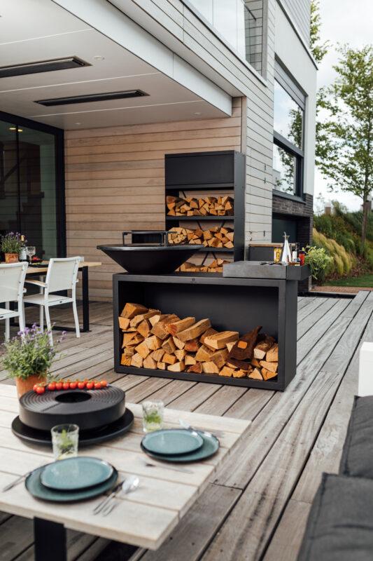 Außenküche von OFYR in rustikalem Design für das ultimative Kocherlebnis.