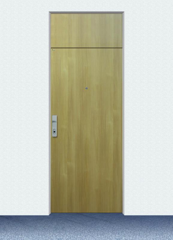 Schmale Wohnungseingangstür aus Holz und in schlichtem Design.