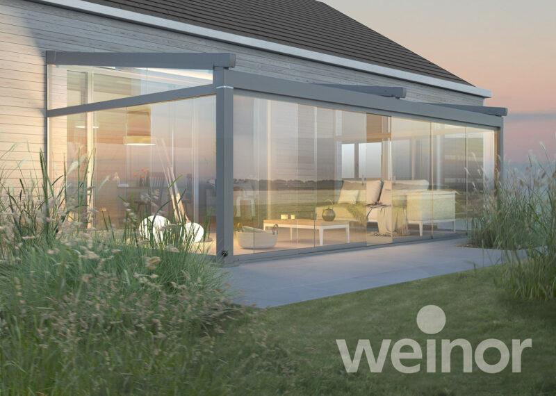 Sommergarten von Weinor mit großen Glasflächen.